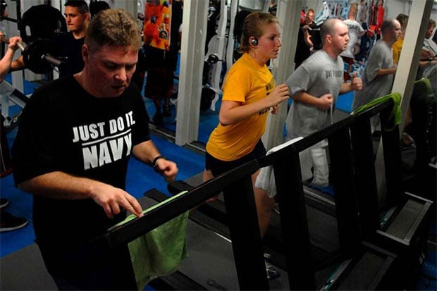 fitness-men-women-working-out-treadmill-gym
